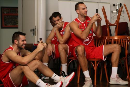 Az Olajbányász játékosainak fotózása